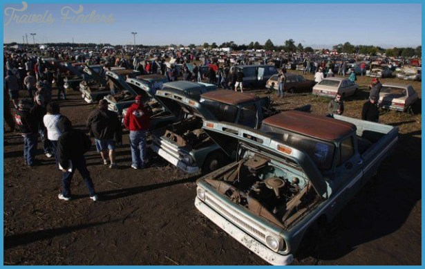 Thousands travel to Nebraska for Lambrecht Chevy auction - Yahoo Autos