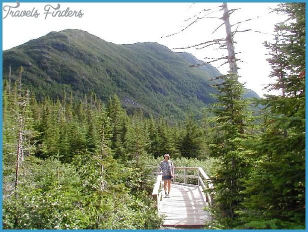 Linda on the trail near the lake || Lac aux Américains || Joanna