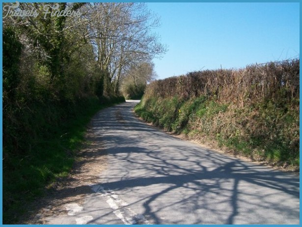 View south towards the entrance to Rhedynog Isaf from the minor road ...