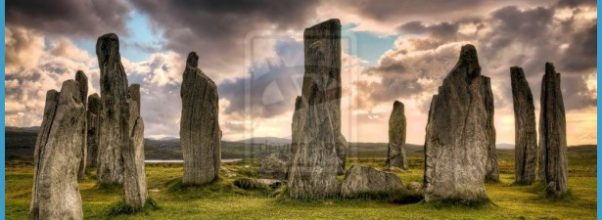 tumblr_static_the_standing_stones_of_callanish___scotland_by_detrucci-d5xnkr3.jpg