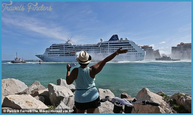 Arriving in Port FOR CRUISE TRAVEL_0.jpg
