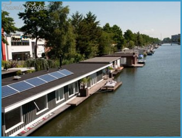 Relax in a charming amsterdam houseboat travelsfinders com for Houseboat amsterdam