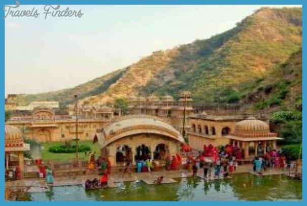 Delhi_Jaipur_Delhi_travelindiavacations-310x205.jpg