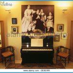 family-photograph-museu-isaac-albeniz-camprodon-ripolles-girona-province-de8ewr.jpg