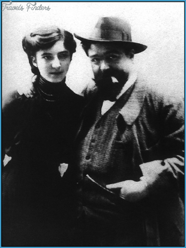 Figure-2-Isaac-Albeniz-with-his-daughter-Laura-reproduced-courtesy-of-Mrs-Dolors-Barrull.png