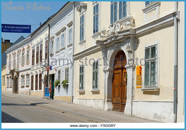 street-with-haydn-house-in-joseph-haydn-alley-historic-centre-eisenstadt-f5ggry.jpg