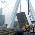 114_Rotterdam_-_hochgezogene_Erasmusbruecke_zum_Durchziehen_eines_Kranschiffs.jpg