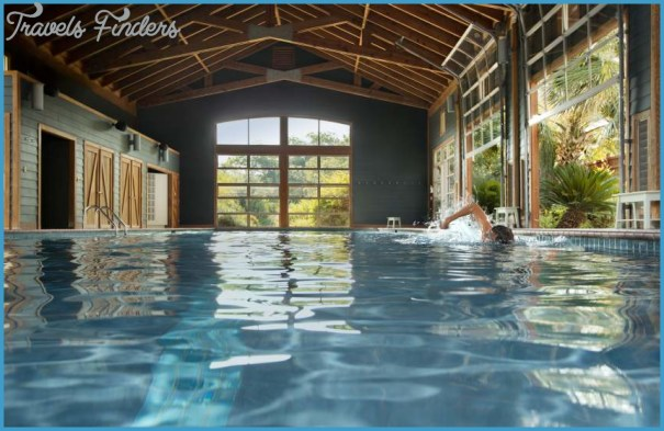 Pool_Barn_-_swimmer_850x550.jpg