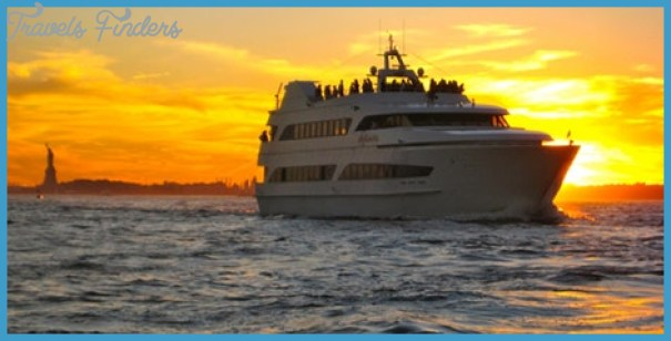 Make Your New Year Celebration Grand With A Yacht Party_11.jpg
