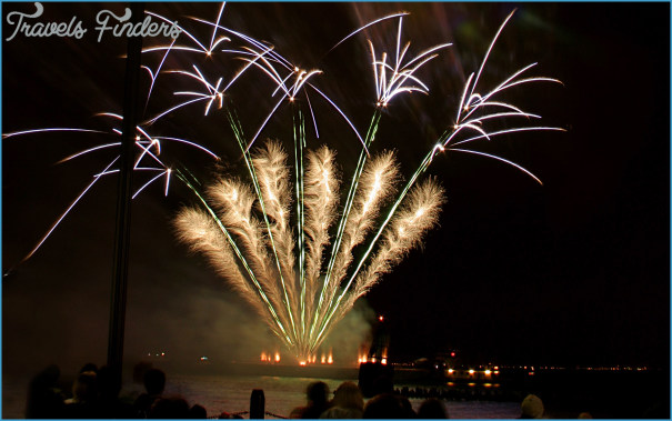 Make Your New Year Celebration Grand With A Yacht Party_9.jpg