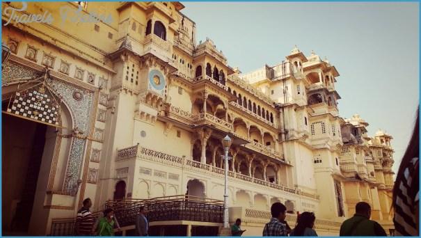 Tourist in Udaipur Rajasthan India City Palace Udaipur lake island Manji Raj Kaghat _1.jpg