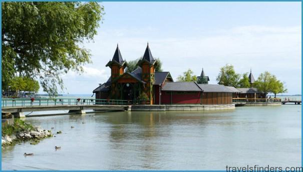 Historic-Island-Bath-in-lake-Balaton-by-Keszthely-Hungary.jpg