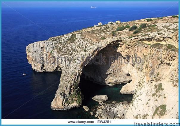 small-tourist-boat-visiting-the-blue-grotto-near-wied-iz-zurrieq-malta-ewj251.jpg