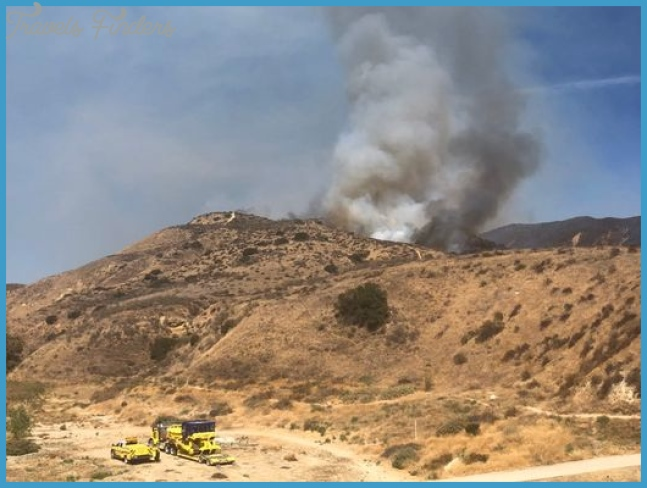 Crews battle Simi Valley brush fire in Las Llajas Canyon
