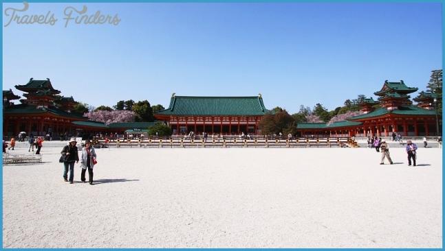 Heian Jingu Shrine in Kyoto_1.jpg